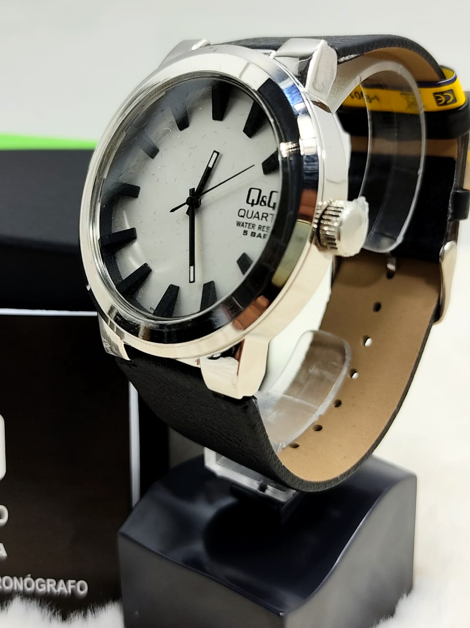 Relógio QeQ em Couro Masculino Q740J311Y