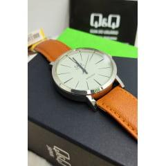 Relógio QeQ em Couro Masculino Q892J300Y