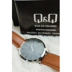 Relógio QeQ em Couro Masculino Q892J302Y